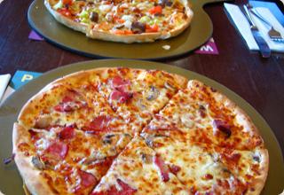 """ピザハットで""""セルビアン・クラシック""""を食べてみる"""