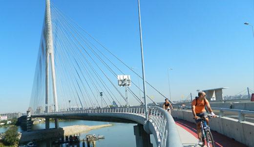 Ada(アダ)橋を渡る