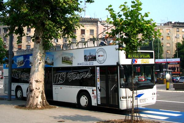 """バスでサクっとベオグラード一周  """"オープンバスツアー""""は飲み水持参で"""