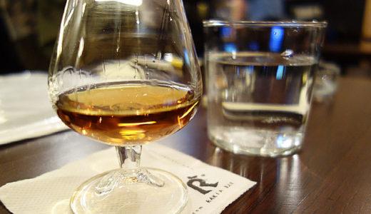 ラキヤ・バーでセルビア最強の酒『ラキヤ』を飲む