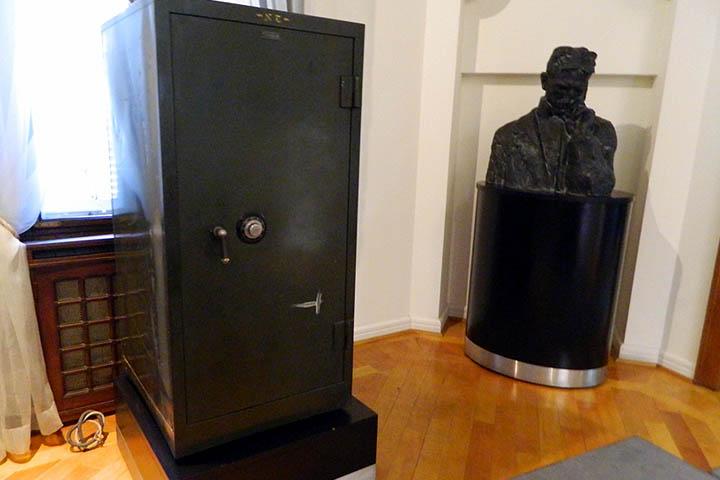 ニコラ・テスラ博物館に展示している金庫