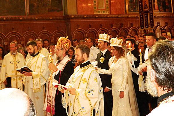 """レトロな列車 """"ロマンティカ"""" で収穫祭と正教結婚式へ in スレムスキ・カルロブチ"""