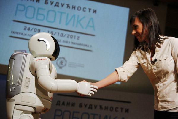 ASIMO、セルビアに上陸