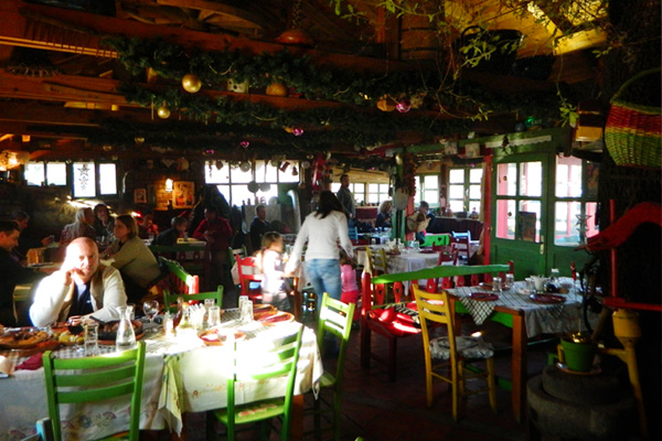 """田舎に居るような雰囲気が良い  """"Kafanica"""" レストラン"""