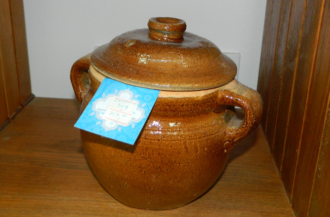 """セルビア料理用の可愛い土鍋もあります """"ドゥチャン スルプスキ ドマ"""""""