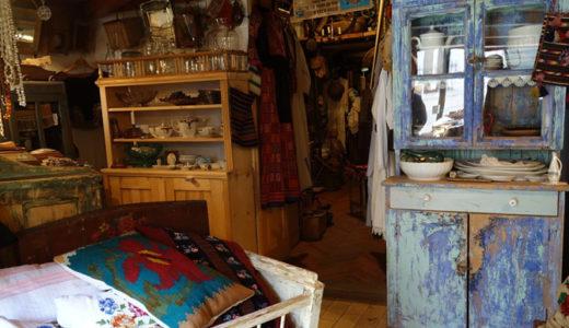 まるで田舎の小部屋に居るようなアンティーク店