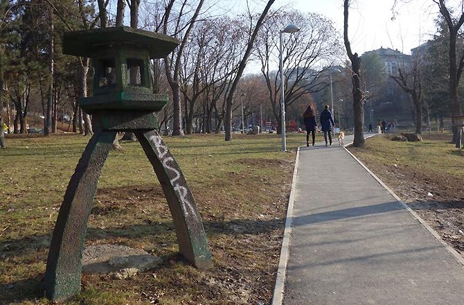 灯篭だらけ! Miljakovac Park(ミリャコヴァツ公園)