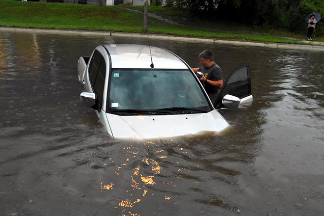 ノビサドで豪雨発生~思わず泳いでしまう人も