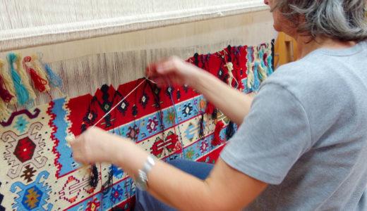 【セルビア旅行】美しい伝統織物のモチーフの意味を探る「ピロト キリム」